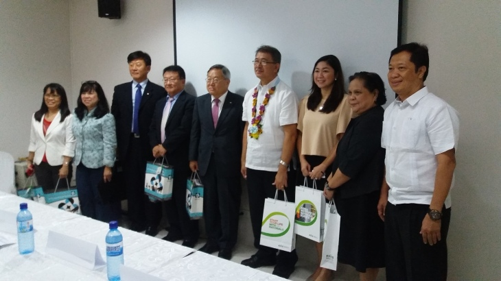 s(On Kims left is DOST Secretary Fortunato T. dela Peña, Taguig Mayor Lanie Cayetano, ITDI officials.)upport
