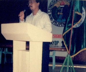 """As part of their continuing efforts to maintain the """"bond that ties,"""" graduates of the Values Orientation Workshop (VOW) recently conducted a Local Study Tour in Marikina City. The activity was aimed at exposing the graduates to outstanding local government units (LGUs) practicing productivity, professionalism in public service. VOW Batch 3 President Rom Cumagun Broadcast Media Dept. who spearheaded the activity says, """"Marikina was chosen because of their proven credentials in the area of excellent local governance and was highlighted in a discussion on how and why the Marikina administration was able to transform the once sleepy municipality into a disciplined, active and industrialized city."""" .... The activity was also an opportunity for the VOW graduates to present TLRC's programs and services including the center's new flagship program ASAHAN. In line with the Center's new thrust in industry development, the group also discussed the present tie-up between TLRC and Marikina on the shoe industry development. They reiterated the need to technologically develop and aggressively promote the industry in view of the implementation of GATT-WTO. As a whole, the study tour served as an effective tool to inspire the 24 VOW graduates who participated in the activity to work towards greater productivity. """"What the Marikina government has done to transform their community could serve as a challenge for us to do better,"""" says one VOW participant referring to the values learned in the VOW seminar should be practiced in their respective work areas. ...... --- Report by Rich Canlas"""